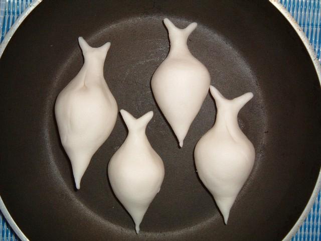 quatre yomari dans un plat